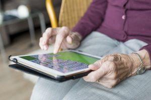 utilisation des nouvelles technologies par les personnes agées