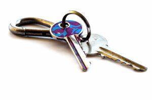 Remettez un double des clés à un proche