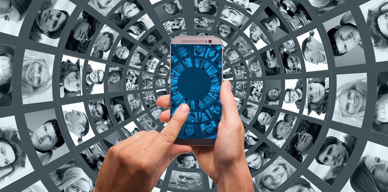 SMS programmés – quels sont leurs avantages et comment les intégrer dans sa stratégie marketing ?